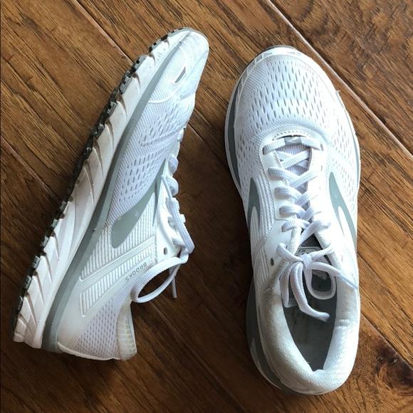 Buy \u003e brooks adrenaline gts 18 white